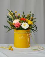 Цветочная композиция в шляпной коробке Весенний карнавал S