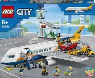 Конструктор LEGO City Пасажирський літак 60262