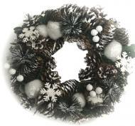Вінок новорічний з шишками, сніжками і сніжинками SL17020-2 d300 мм
