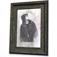 Репродукция Виктор Цой №1718 в раме за состаренным зеркалом 28x38 см SEAPS
