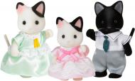 Набор фигурок Sylvanian Families Семья котов в смокинге